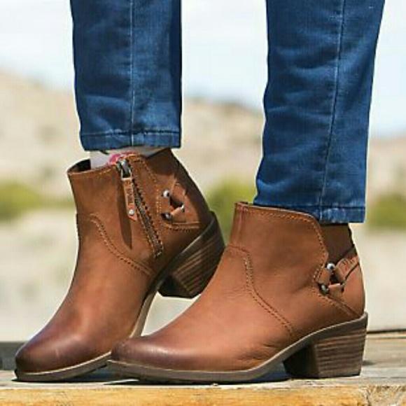 c5b6cd7f6 Teva Foxy Ankle Boot Brown. M 5a9b68fc3800c5f2d07a9b28
